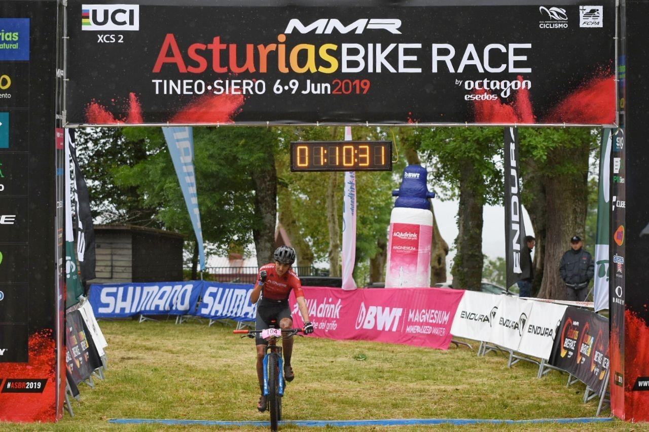 La Compex Athlete Natalia Fischer vence la primera etapa de la Asturias Bike Race 2019